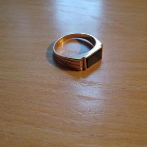 Продам золотое кольцо,  покупалось прошлой весной в цуме