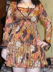 Шифоновое платье с длинным рукавом.